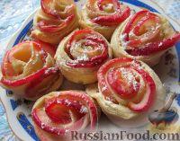Фото к рецепту: Слоеные розочки с яблоком