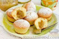 Фото к рецепту: Манные маффины с начинкой из джема