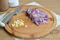 Фото приготовления рецепта: Макароны с копчёными колбасками в томатно-сливочном соусе - шаг №2