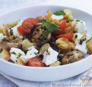 Рецепт Салат из жареных грибов с гренками, помидорами и сыром фета