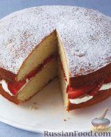 Фото к рецепту: Торт с клубникой и взбитыми сливками