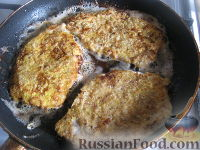 Фото приготовления рецепта: Отбивные из свинины в кляре - шаг №7