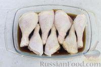 Фото приготовления рецепта: Куриные ножки, запечённые в карамельно-соевом соусе - шаг №7