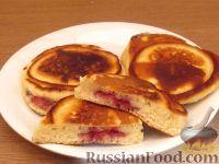Фото к рецепту: Постные оладьи с малиновой начинкой