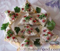 Фото к рецепту: Форшмак из селедки в новогоднем оформлении