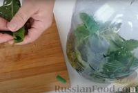 Фото приготовления рецепта: Огурцы в бутылке (быстрый способ засолки огурцов на зиму) - шаг №4