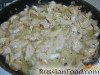 Фото приготовления рецепта: Паста c куриной грудкой под сливочным соусом - шаг №6