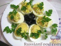 Фото к рецепту: Яйца, фаршированные консервированной рыбой