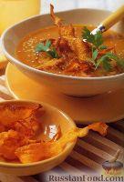 Фото к рецепту: Пряный суп из тыквы с тыквенными чипсами