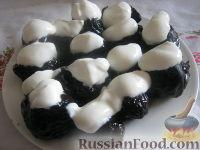 Фото к рецепту: Чернослив, фаршированный орехами, в вине
