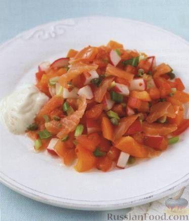 Рецепт Салат из копченой семги с помидорами и редисом