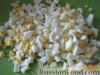 Фото приготовления рецепта: Салат крабовый с ананасами - шаг №2