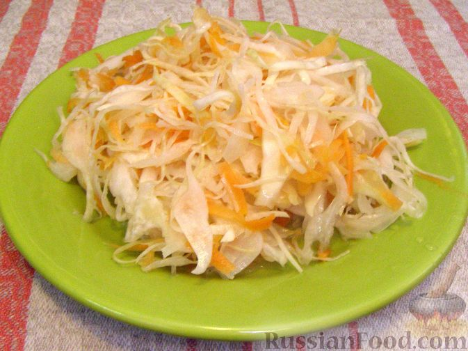 Салат из квашеной капусты с мочеными яблоками