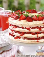 Фото к рецепту: Клубничный торт из меренги