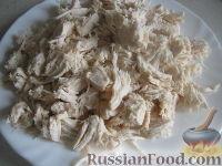 """Фото приготовления рецепта: Салат из курицы с черносливом """"Дамский каприз"""" - шаг №4"""