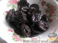 """Фото приготовления рецепта: Салат из курицы с черносливом """"Дамский каприз"""" - шаг №5"""