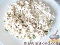 """Фото приготовления рецепта: Салат из курицы с черносливом """"Дамский каприз"""" - шаг №8"""