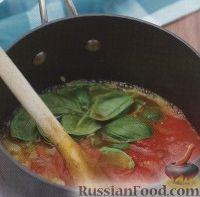 Фото приготовления рецепта: Томатный суп-пюре с базиликом - шаг №2