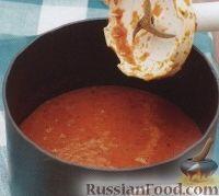 Фото приготовления рецепта: Томатный суп-пюре с базиликом - шаг №3