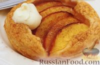 Фото к рецепту: Пироги из слоеного теста с нектарином