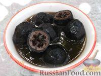 Фото к рецепту: Варенье из грецких орехов