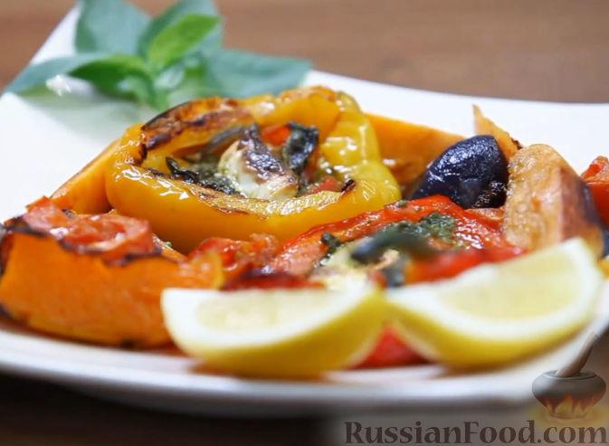 Рецепт Теплый салат из печеных овощей, с песто и сыром