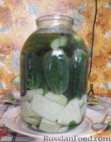 Фото к рецепту: Суточные малосольные огурцы и кабачки
