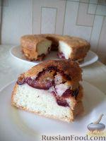 Фото к рецепту: Сливовая шарлотка
