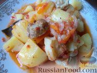 Фото к рецепту: Жаркое из свиной грудинки с помидорами