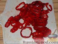 Фото приготовления рецепта: Салат из сладкого перца и помидоров - шаг №3