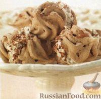 Фото к рецепту: Шоколадные безе со взбитыми сливками
