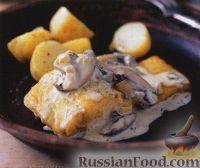 Фото к рецепту: Жареный окунь с грибным соусом