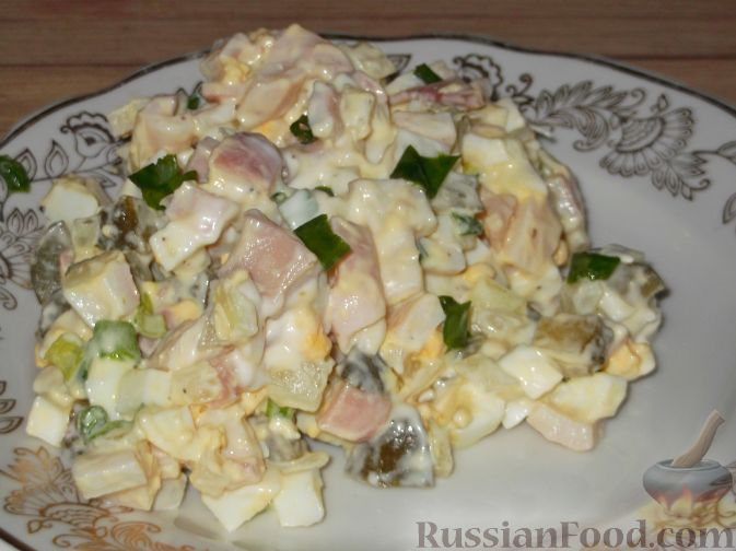 Салат из кальмаров сыра и зеленого лука