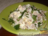 Фото к рецепту: Салат из кальмаров праздничный