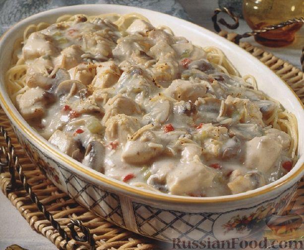 Рецепт Вермишелевая запеканка с куриным филе, грибами и вишнями