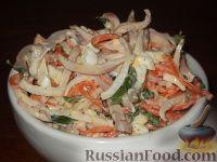 Фото к рецепту: Салат из кальмаров с яйцом и корейской морковью