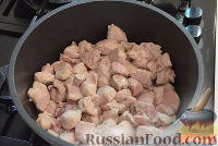 Фото приготовления рецепта: Тушеный гуляш с овощами - шаг №3
