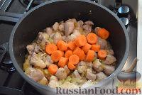 Фото приготовления рецепта: Тушеный гуляш с овощами - шаг №4