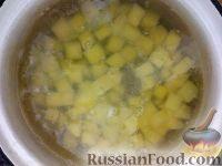 Фото приготовления рецепта: Суп картофельный с клецками - шаг №3