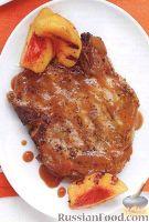 Фото к рецепту: Жареные свиные стейки на кости, с персиковым соусом