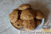 Фото к рецепту: Овсяное печенье с корицей и изюмом